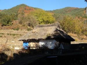 800px-Location_shooting_house_in_Kofu__Hanako_and_Anne__NHK_drama._Nov._2013[1]